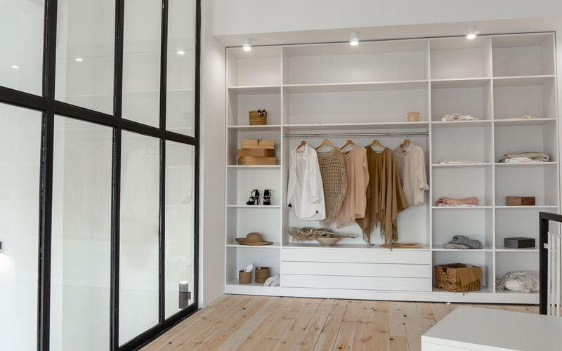 Biała garderoba